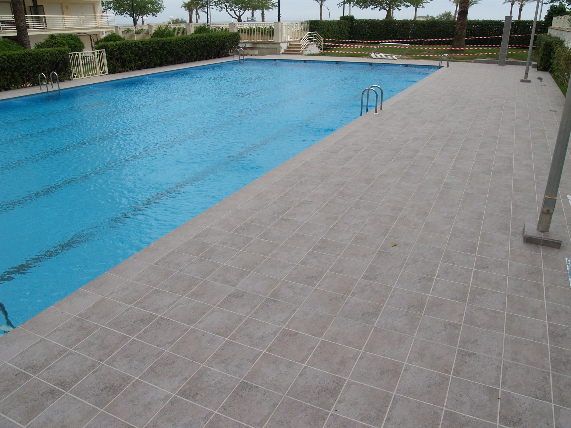 piscina comunitaria revestida ceramica