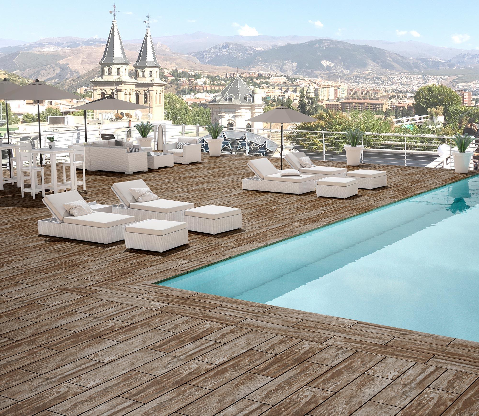 piscina en azotea de hotel con pavimento de gres extrusionado