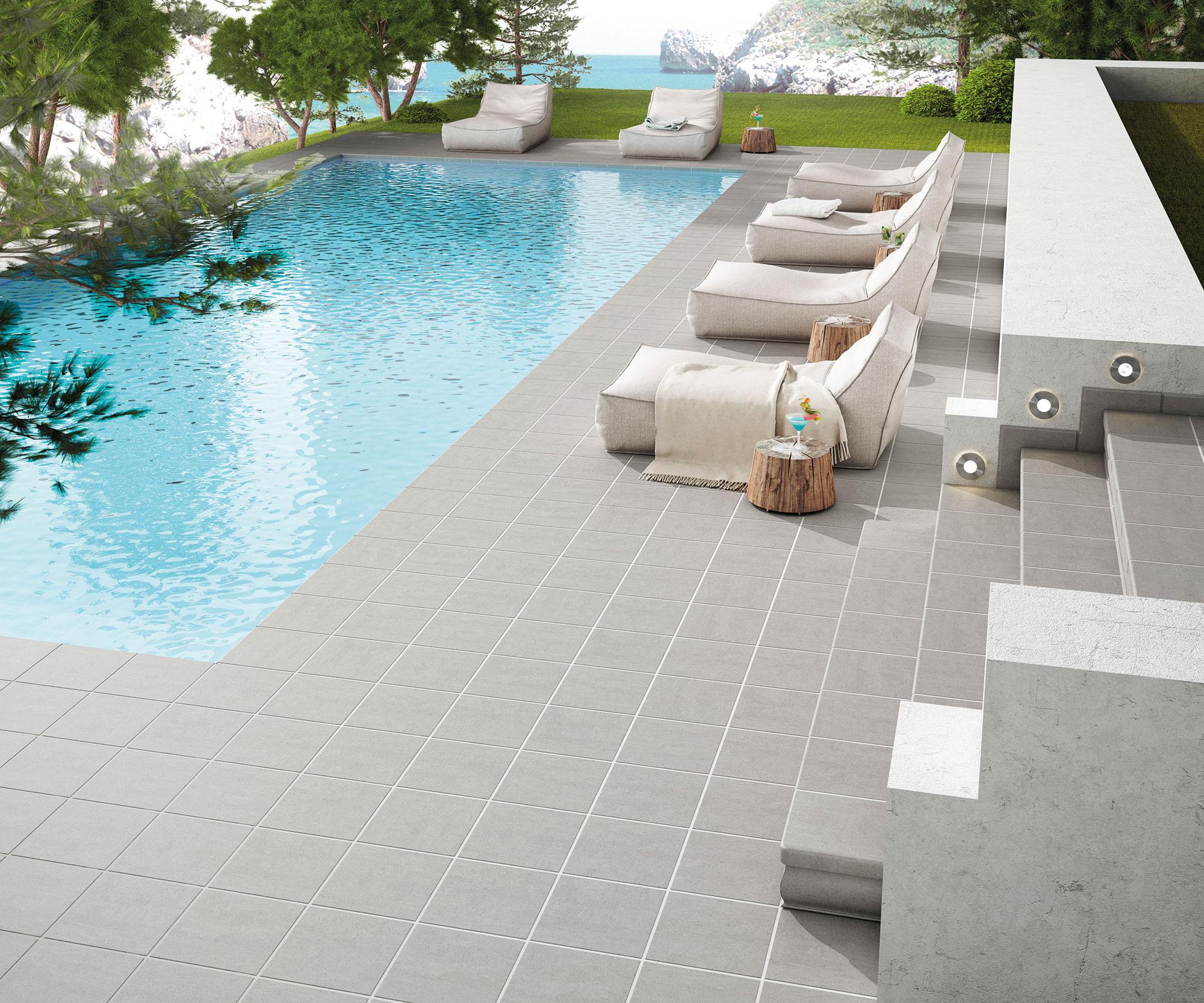 piscina en villa privada con revestimiento ceramico