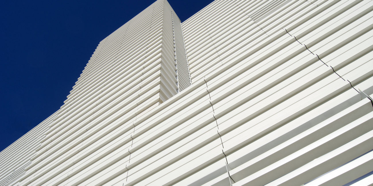 fachada ventilada xdct celosias blancas