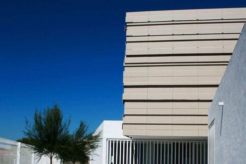 fachada ventilada centro salud