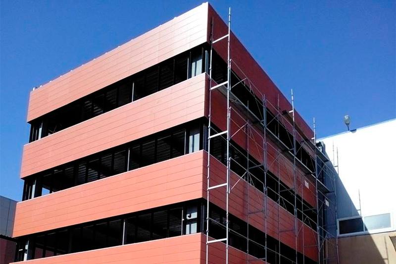 instalacion de fachada ventilada en edificio de Argelia