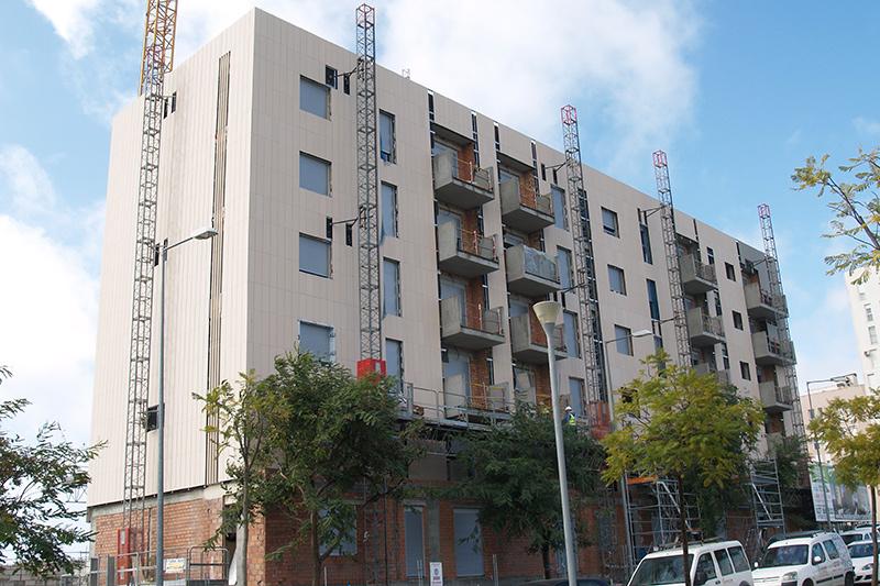edificio con instalacion de fachada ventilada