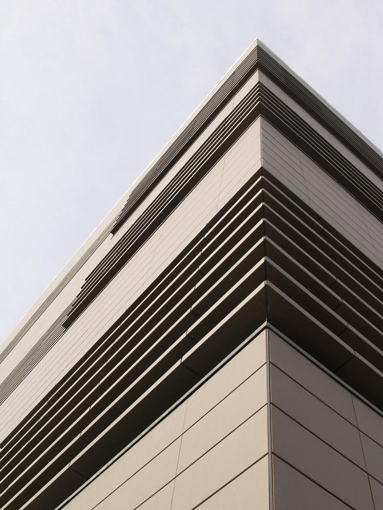 detalle celosías cerámicas en fachada