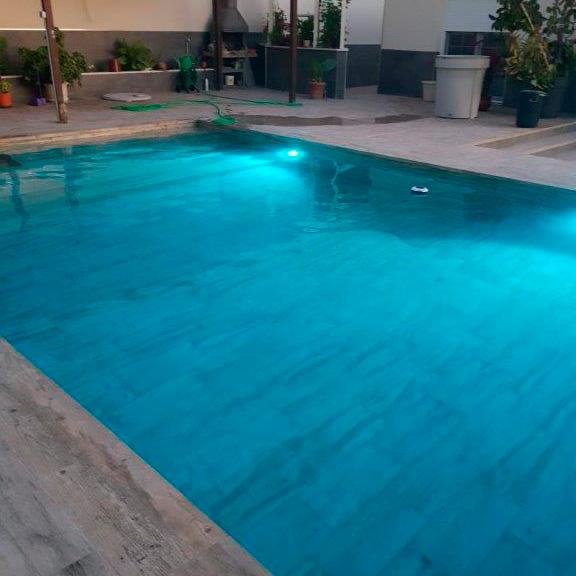 gres para piscina noche