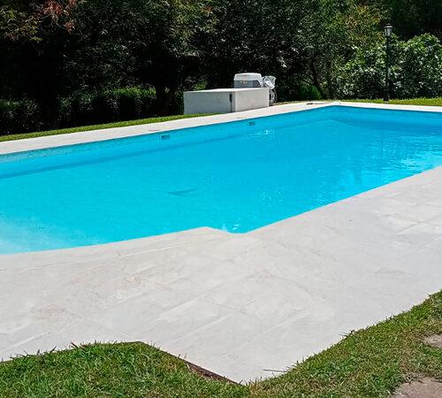 piscina rehabilitada en jardin