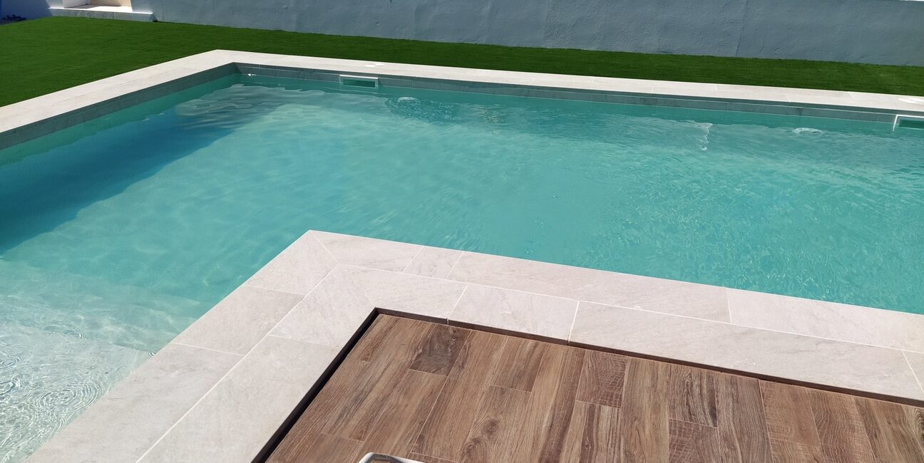 Porcelain stoneware pool in White Stone and Taiga models.