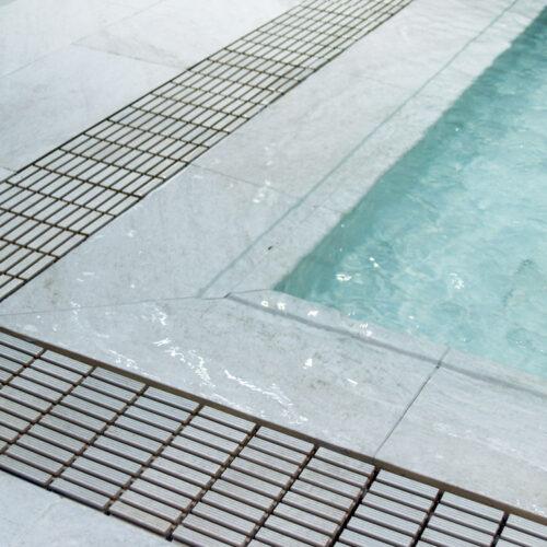 piscina desbordante white stone