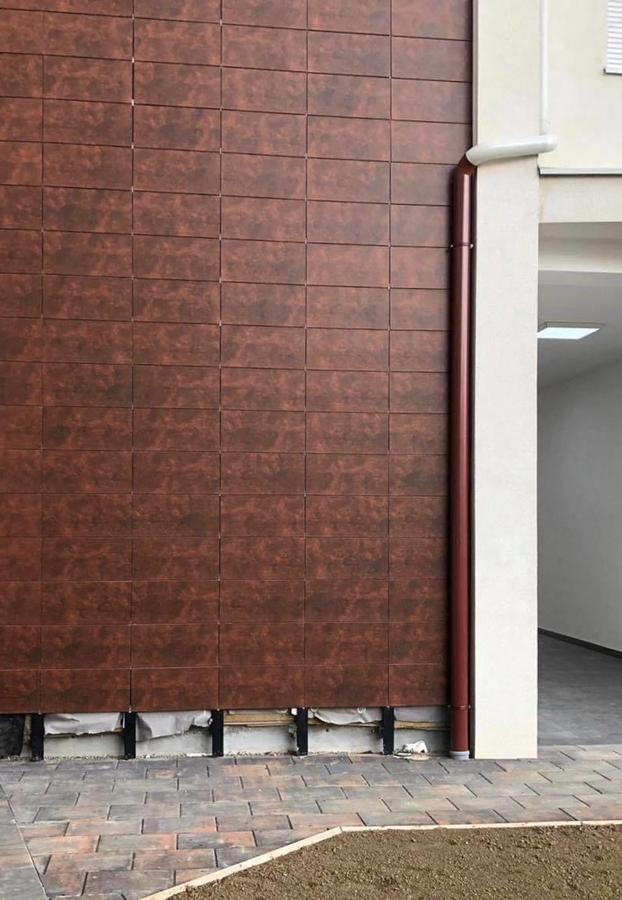 otro aplacado de fachada ventilada cerámica en edificio rehabilitado