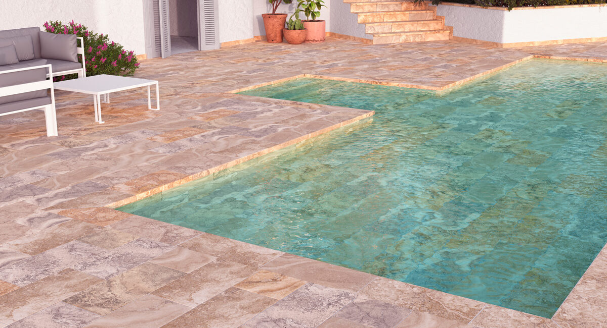 Piscina de gres efecto piedra natural en casa rústica